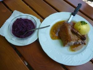 ¼ Ente mit Kartoffelknödel und Blaukraut