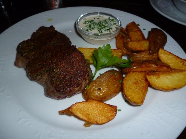 Steirer Steak mit Schilcherrahm und hausgemachten Kartoffelspalten