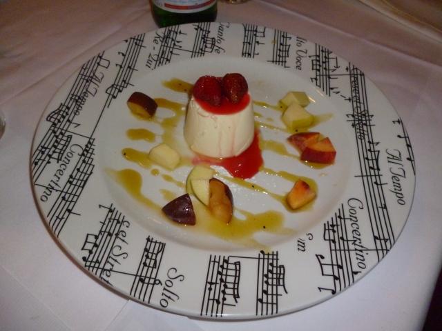 Panna Cotta mit frischen Früchten