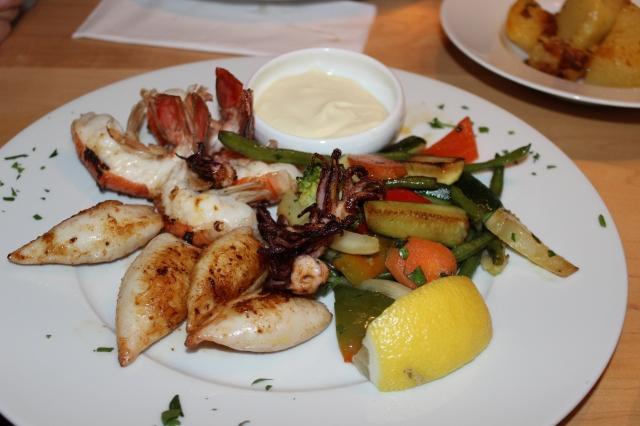 Kalamaria-Garides, Baby Calamares und Scampis vom Grill