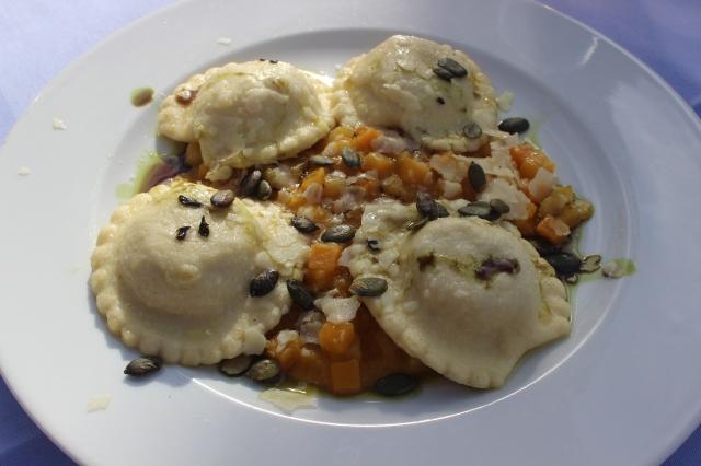 Kürbis-Ravioli auf Kürbis-Ragout