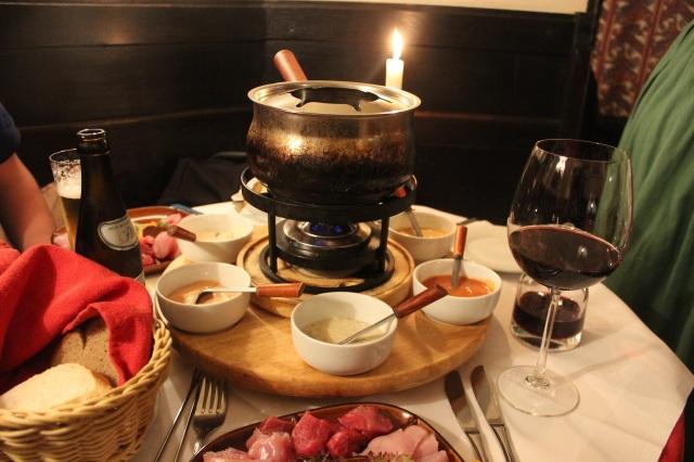 Fondue Bourguignonne mit Rind, Kalb, Pute und Huhn